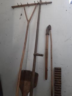 Сільські предмети побуту (прачка, ціп, держак коси, чесало)