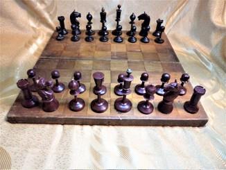 Старые деревянные шахматы (39 х 37)