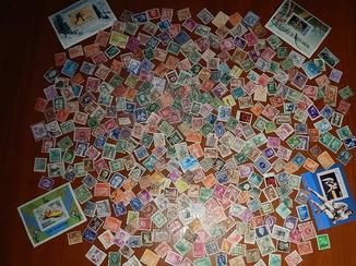 Гора марок разных стран мира 300 шт.+ 4 блока.
