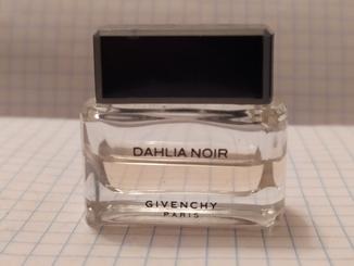 Парфюмированная вода Dahlia Noir Givenchy (Paris).