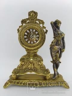 """Камінний вінтажний годинник """"Жінка в платті""""  арт. 039"""