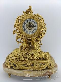 """Позолочений механічний камінний годинник на мармуровій підставці """"Молода пара"""" арт. 018"""