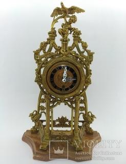 """Механічний настільний годинник на мармуровій підставці """"Дитя з орлом"""" арт. 019"""