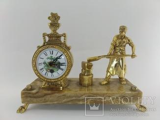 """Механічний камінний годинник на мармуровій підставці """"Коваль"""" арт. 016"""
