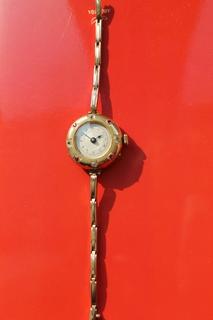 Часы женские в золоте с камнями
