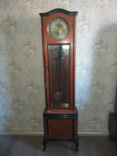 Старинные жильные напольные часы