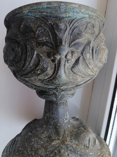 Старый ''Грааль'' кубок чаша для церковных обрядов в римском или византийском стиле.