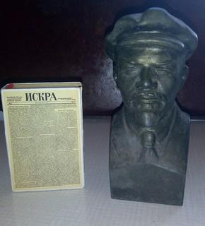 Бюст Ленин в кепке  и бонус - книжечка