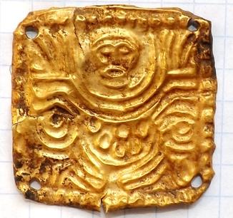 Скифская золотая антропоморфная подвеска
