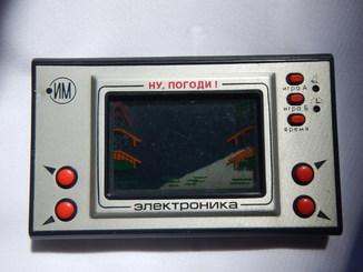 Игра микопроцессорная «Ну, погоди!», Электроника ИМ-02