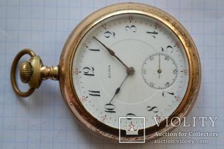Старинные позолоченные карманные часы.