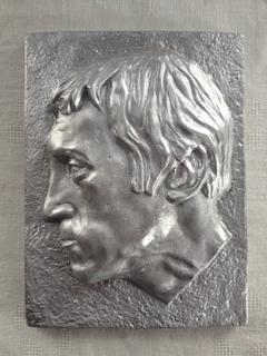 Барельеф В.Высоцкий .