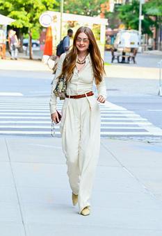 Джиджи Хадид надела комбинезон Victoria Beckham для прогулки по Нью-Йорку