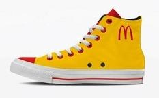 Starbucks, Apple и Coca-Cola на обуви: итальянский дизайнер тематично брендировал кеды