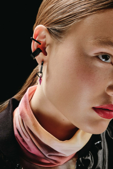 Массивность, скрученность и звенья — новые нашумевшие украшения известных брендов