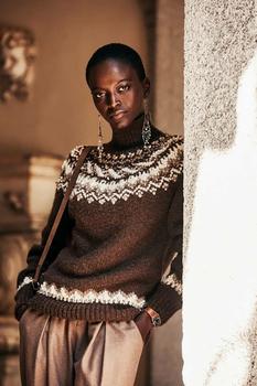 Стильно и тепло: свитера и осенне-зимние тренды